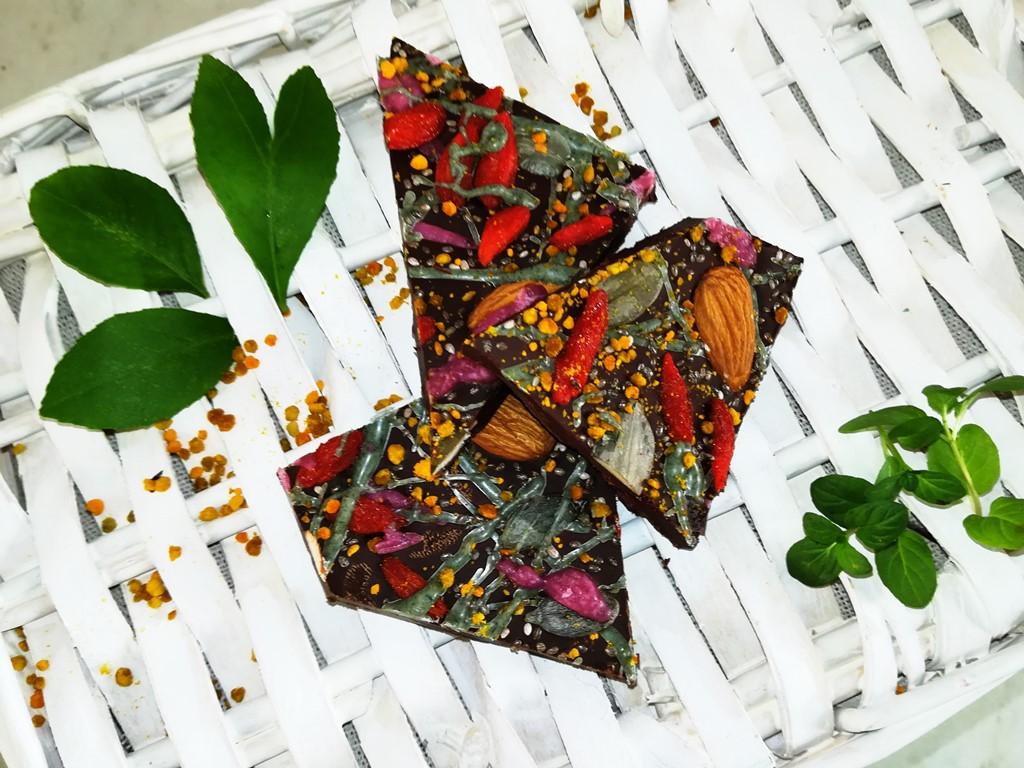 ciocolata neagra cu superalimente fantastic fit